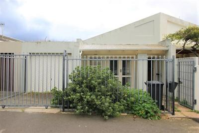 House For Sale in Lakeside, Cape Town