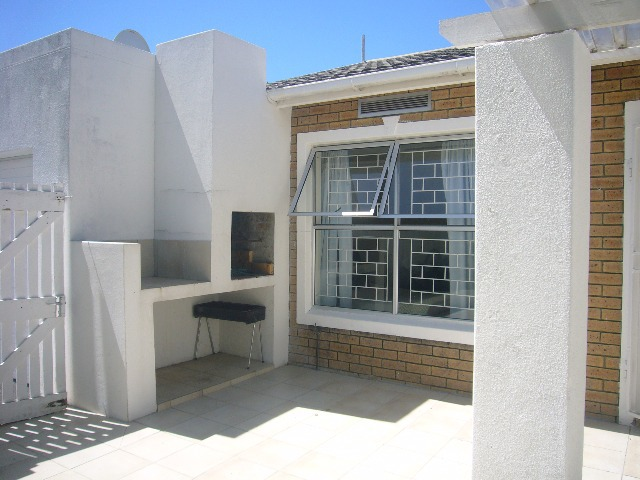 Cottage For Sale in Kenilworth, Cape Town