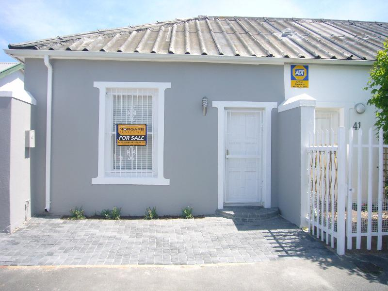 Semi-detached For Sale in Wynberg, Cape Town