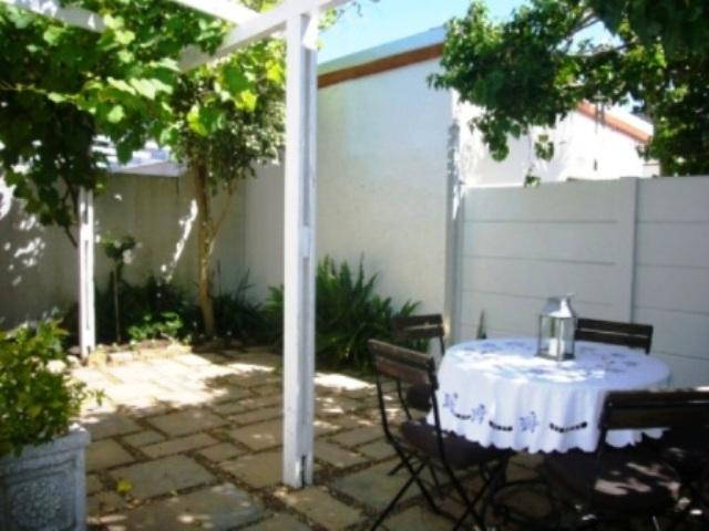 Cottage For Sale in Harfield Village, Cape Town