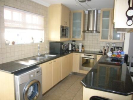 Duplex For Sale in Kenilworth, Cape Town