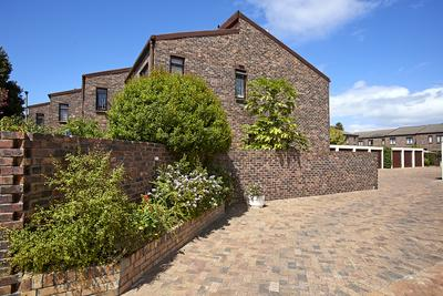 Townhouse For Sale in Diep River, Cape Town