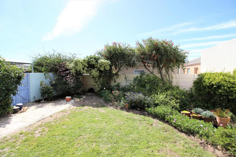 Property For Sale in Lakeside, Cape Town 9
