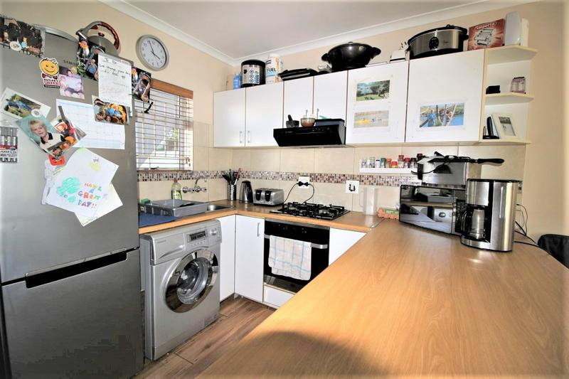Apartment / Flat For Sale in Kenilworth, Cape Town