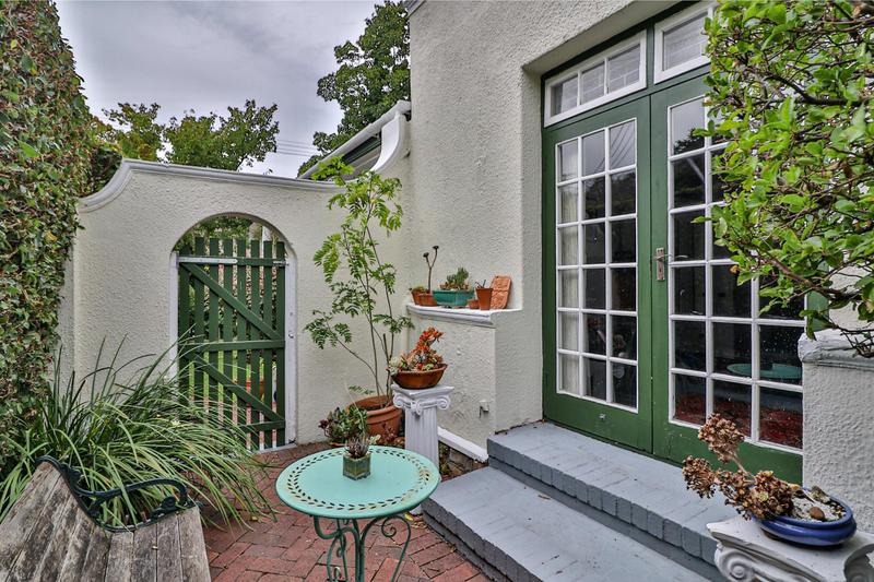Property For Sale in Rondebosch, Cape Town 11