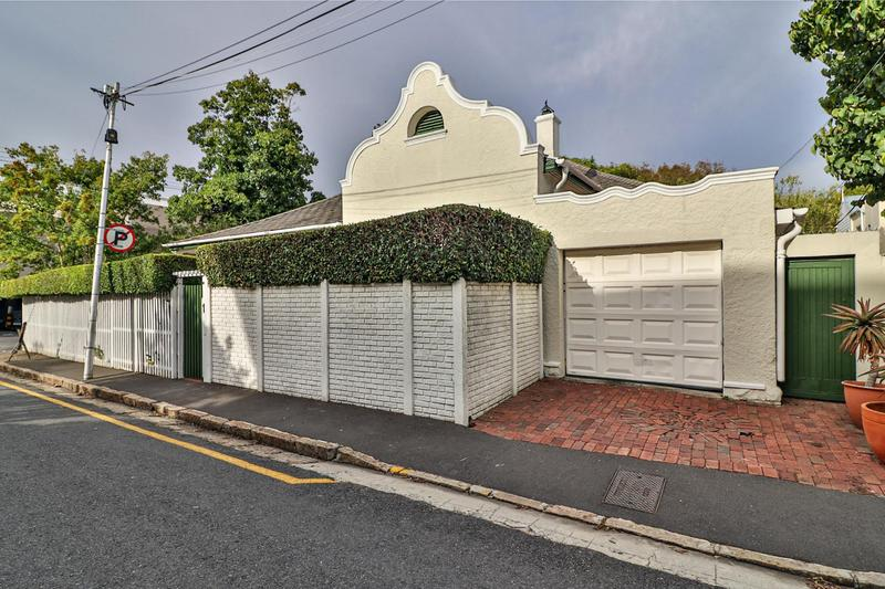 Property For Sale in Rondebosch, Cape Town 24