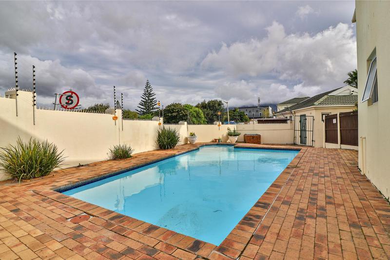 Property For Sale in Heathfield, Cape Town 13