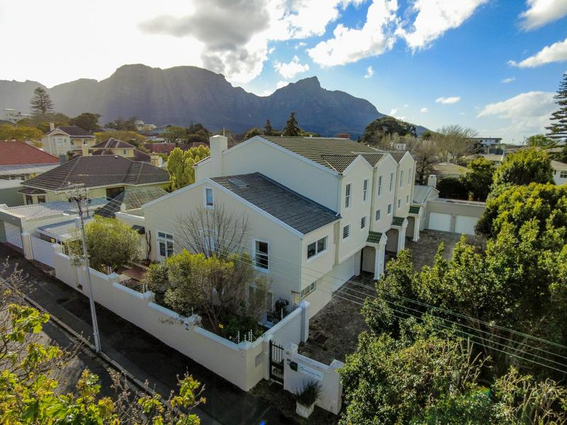 3 Bedroom House For Sale in Kenilworth Upper, Cape Town